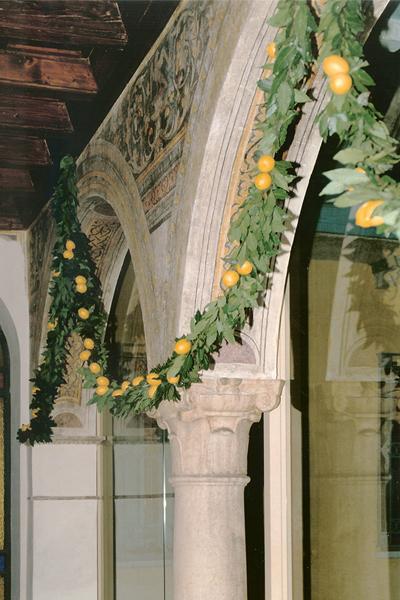 01-restauro-architettonico-mantova-via-chiassi-colonne-festoni