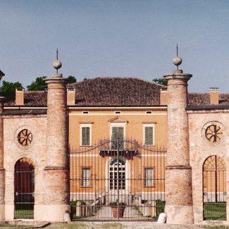 Villa Luzzara Carnevali, Canicossa (Mn) – 2001