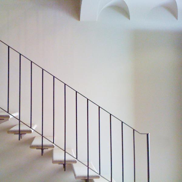 02-restauro-architettonico-mantova-scala-ferro-marmo