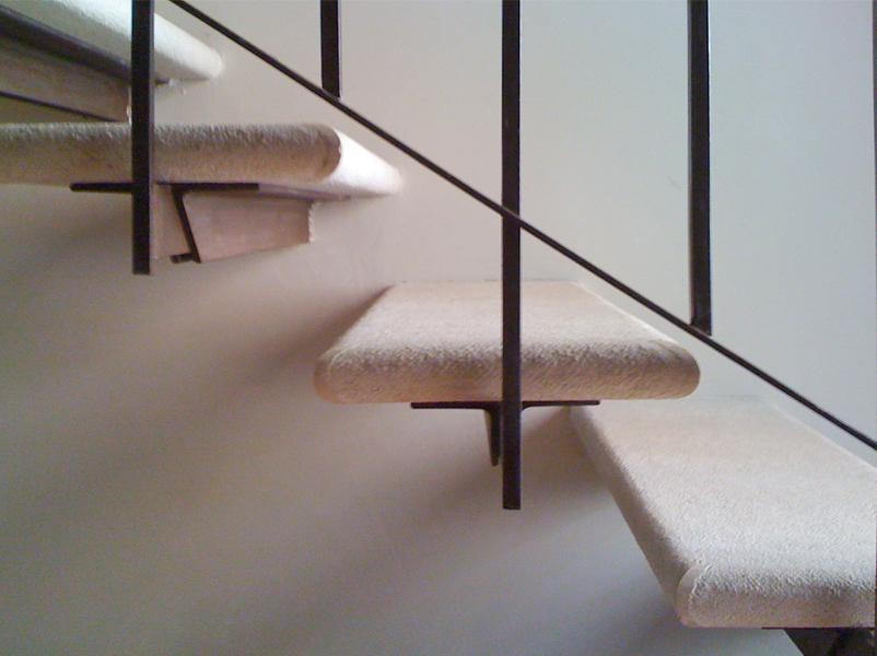 03-restauro-architettonico-mantova-dettaglio-scala-ferro-marmo