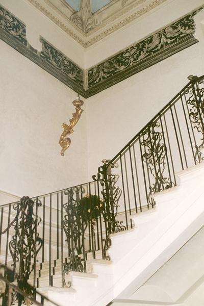 08-restauro-architettonico-mantova-via-chiassi-scala-affreschi