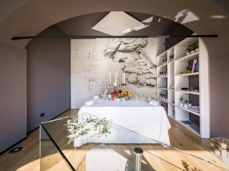09-showroom-ville-bioedilizia-padenghe-garda-design-desk-legno-cristallo-brunoni