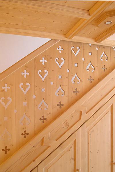 10-ristrutturazione-appartamenti-montagna-scala-legno-architetti-mantova