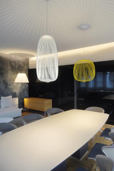 04_progettazione-interior-ufficio-avvocati-milano-city-pirellone-riunione-carta parati-vetro nero-brunoniasssociati