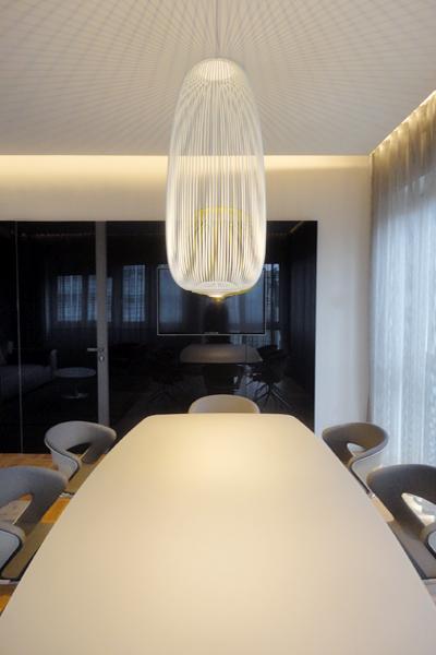 05_progettazione-interior-ufficio-avvocati-milano-city-pirellone-riunione-carta parati-vetro nero-brunoniasssociati