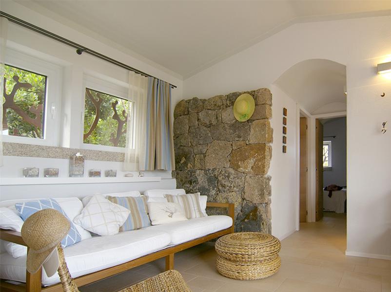 06-progettazione-arredamento-villa-mare-locale-stazzo-soggiorno-architetti-mantova