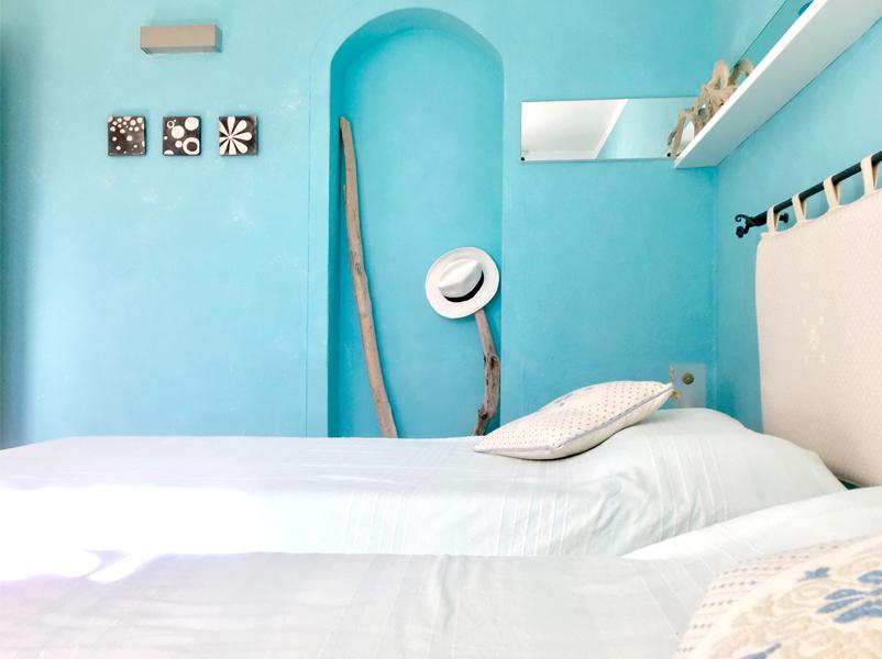 13-progettazione-arredamento-villa-mare-stazzo-camera-architetti-mantova
