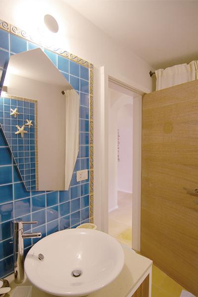 14-progettazione-arredamento-villa-mare-stazzo-bagno-architetti-mantova
